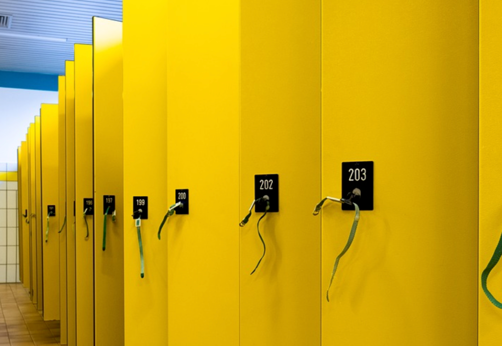 lockers for an amusement park tips for packing and storing your belongings for a theme park tricks and Disneyland hacks